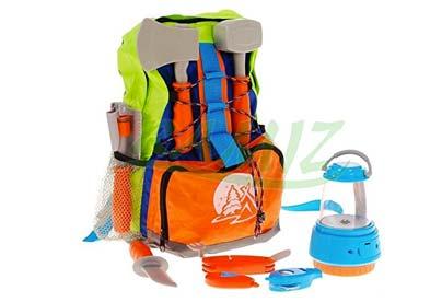 mochila con accesorios de camping